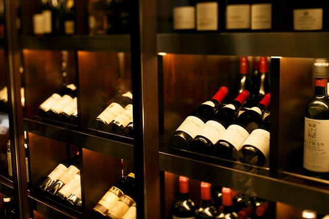 全ワイン・日本酒はセラーで保管し品質管理に配慮いたしております